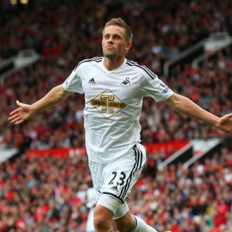 MANCHESTER, ENGLAND - AUGUST 16: Gylfi Sigurdsson of Swansea City celebrates scoring his team's second goal during the Barclays Premier League match between Manchester United and Swansea City at Old Trafford on August 16, 2014 in Manchester, England. (Photo by Alex Livesey/Getty Images)