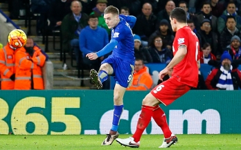 "Football Soccer - Leicester City v Liverpool - Barclays Premier League - King Power Stadium - 2/2/16 Jamie Vardy scores the first goal for Leicester City Reuters / Darren Staples Livepic EDITORIAL USE ONLY. No use with unauthorized audio, video, data, fixture lists, club/league logos or ""live"" services. Online in-match use limited to 45 images, no video emulation. No use in betting, games or single club/league/player publications. Please contact your account representative for further details."